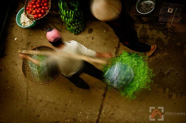 market motion in Vietnam copyright Aloha Lavina.