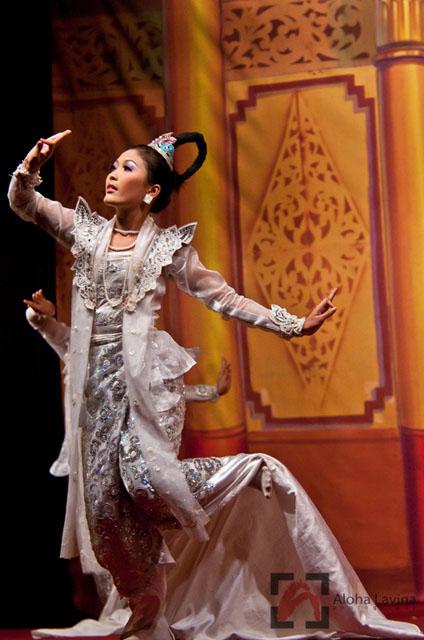 Burmese dancer Burma copyright Aloha Lavina