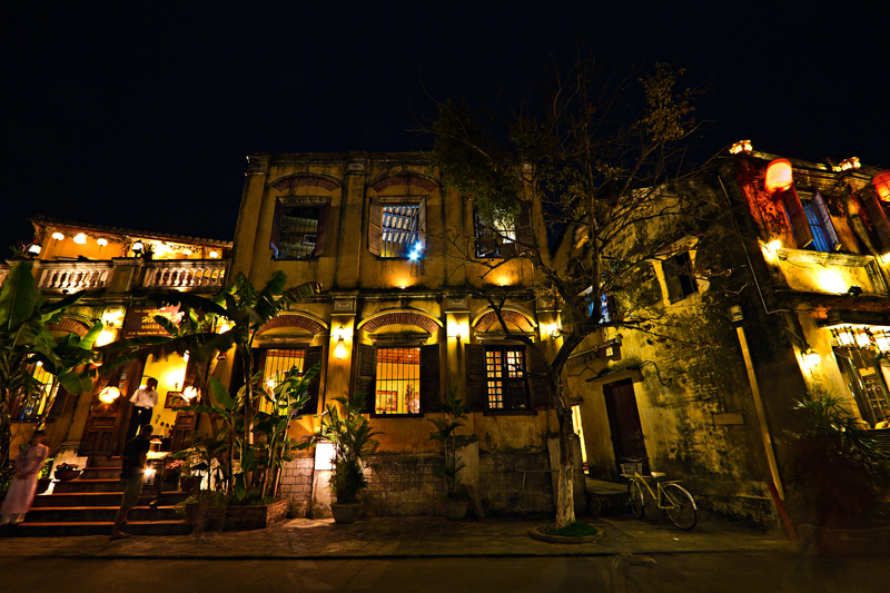 Hoi An night scene copyright Aloha Lavina