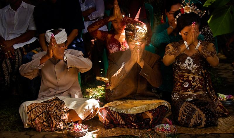 Balinese wedding ceremony copyright Aloha Lavina
