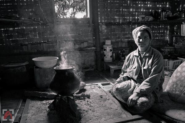 Burmese woman at her hearth, Pindaya Burma copyright Aloha Lavina.
