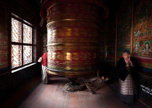 Budhist wheel with boy