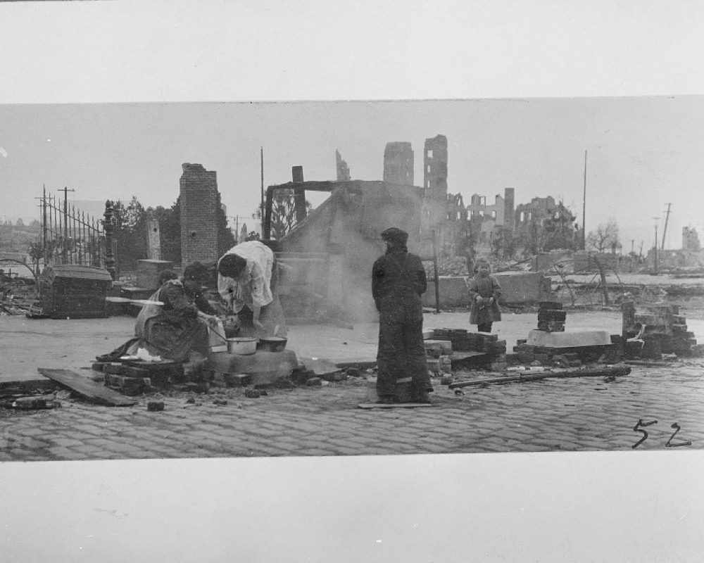 People cooking on the street after the earthquake and fire of 1906, San Francisco, California