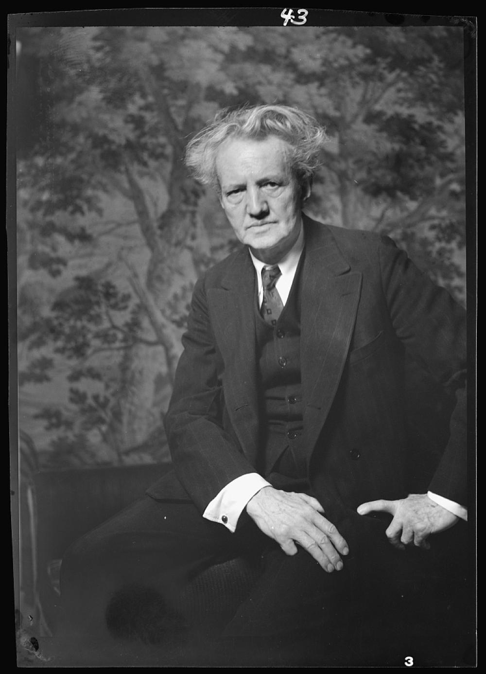 Portrait photograph of Arnold Genthe