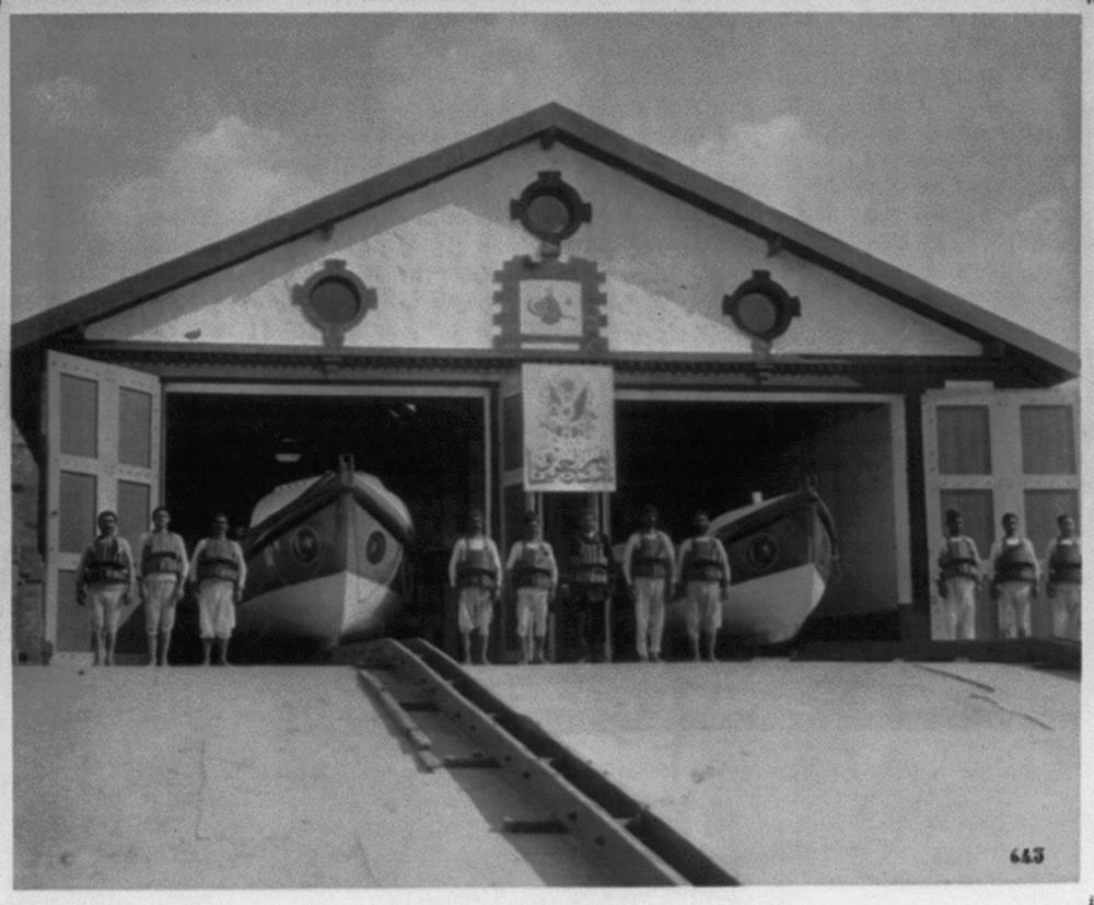 [Exterior view of lifesaving station] / Constantinople, Abdullah Frères
