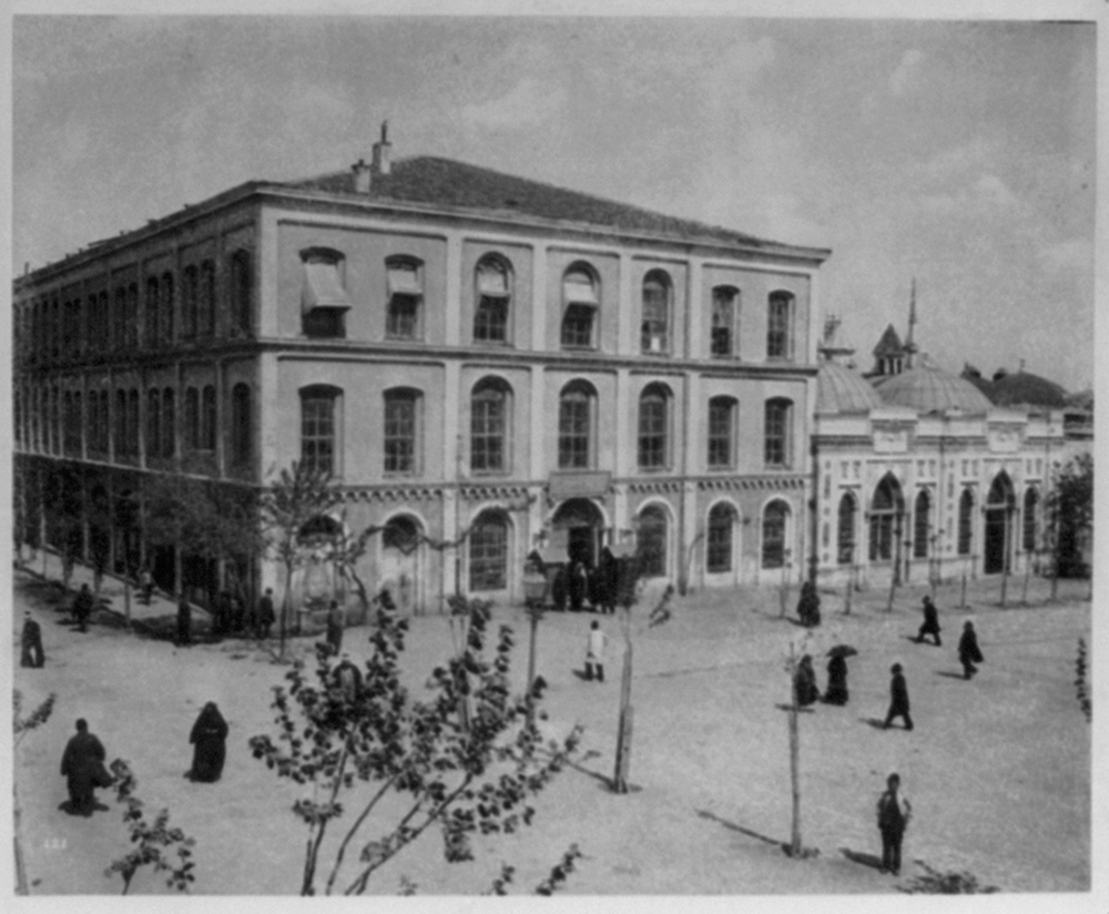 [Quarters for gendarmes and soldiers who have recently arrived from the provinces] / Abdullah Frères, Phot., Constantinople