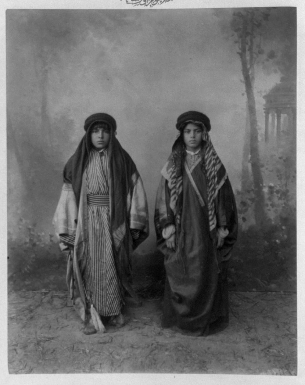[Students, Aşiret School] / Abdullah Frères, photographes de S.M.I. le Sultan