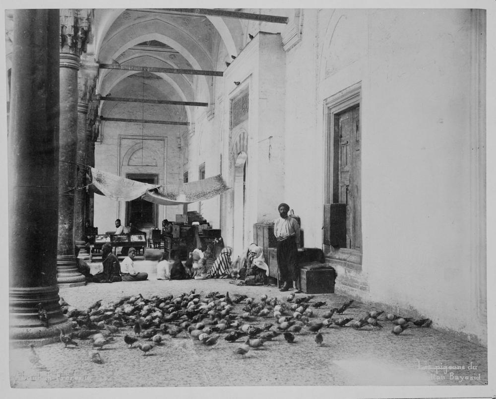 [The neighborhood of the Sultan Beyazit Camii (mosque)] / Abdullah Frères