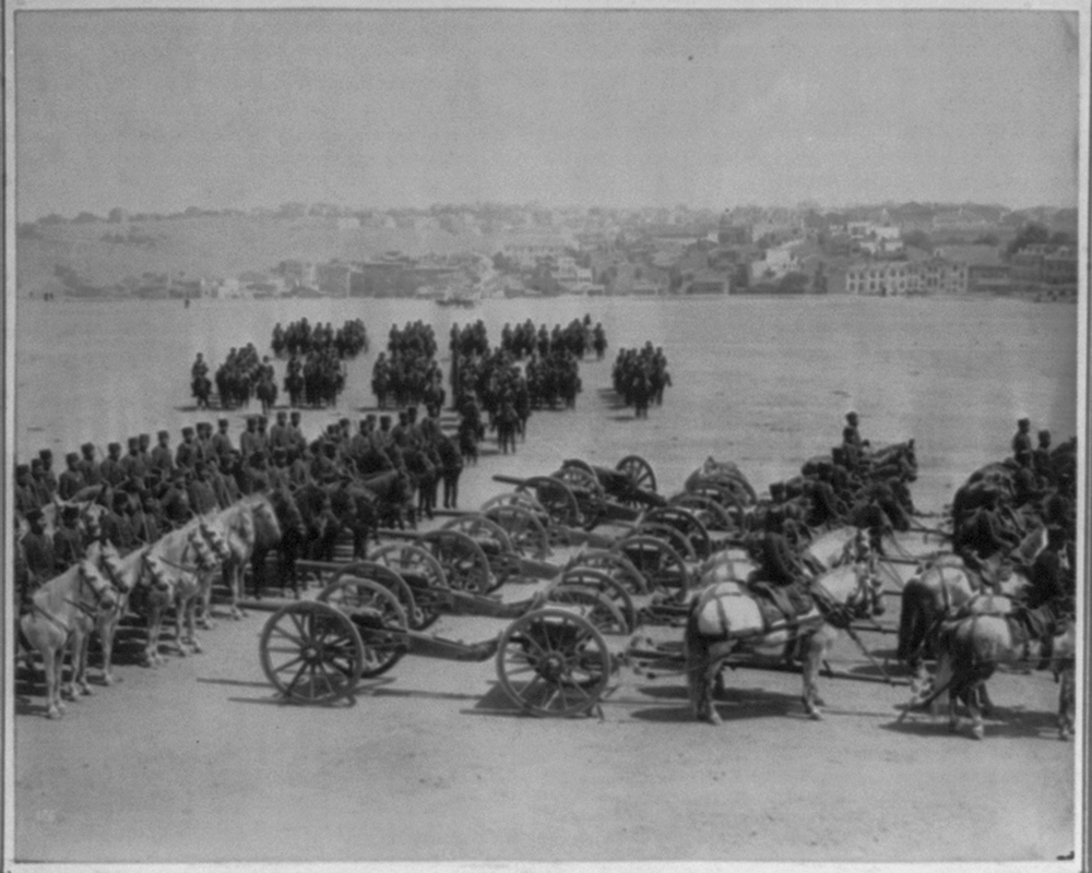 [The parade of the First Mobile Artillery Bodyguard Brigade with the battery of artillery] / Constantinople, Abdullah Frères
