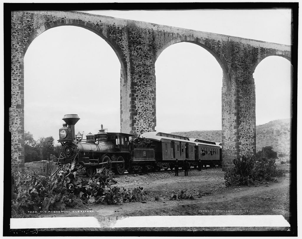 Old Acqueduct, Queretaro