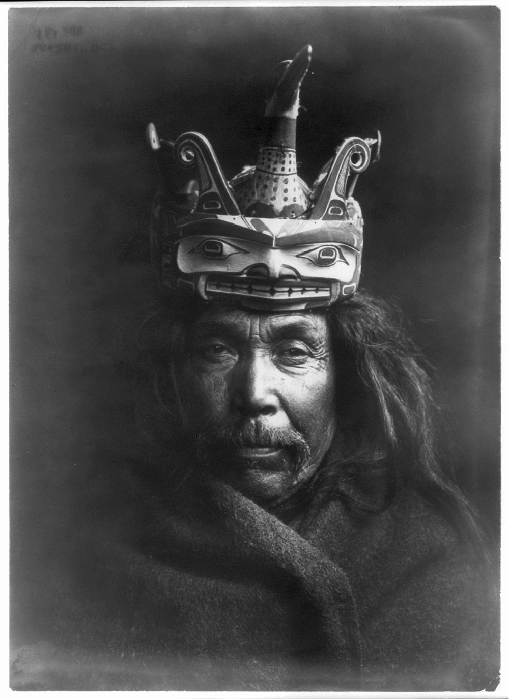 A Tluwulahu mask--Tsawatenok