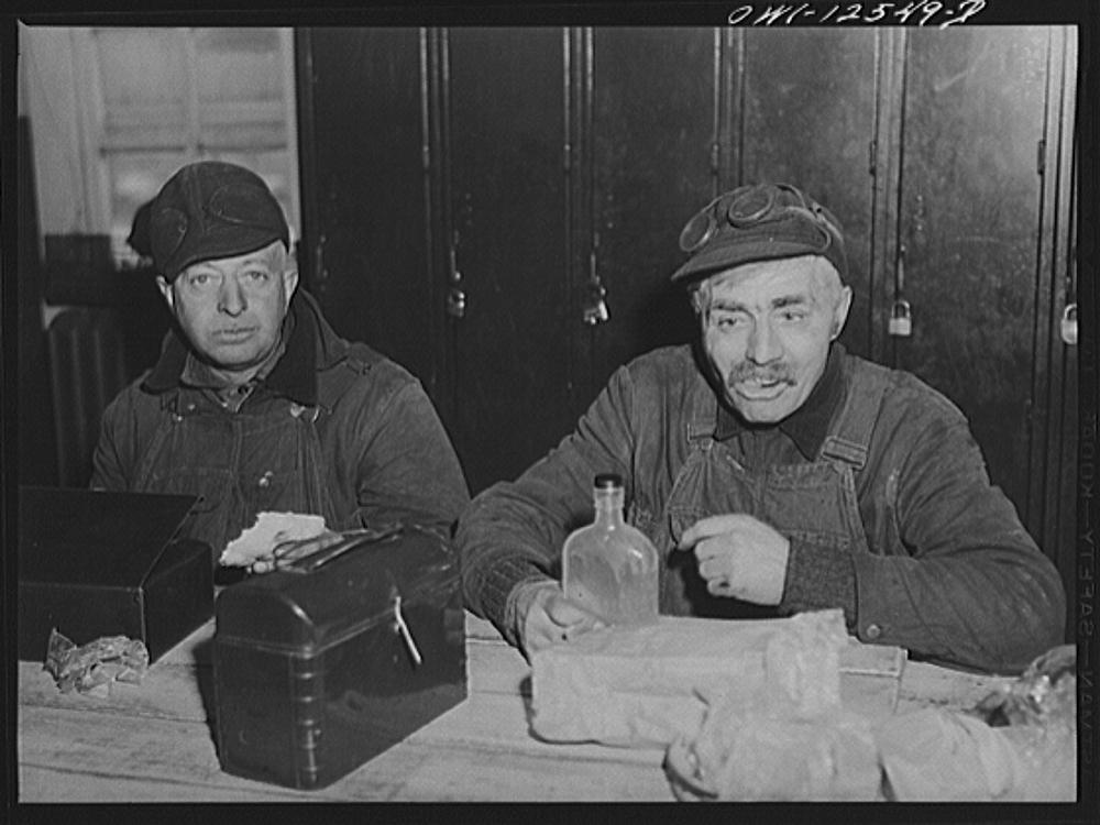 Chicago, Illinois. Chicago and Northwestern Railroad workmen