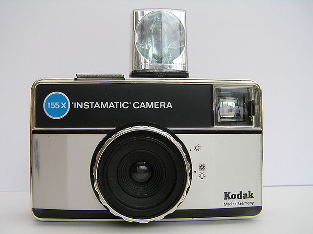 Kodak Instamatic Camera with flashcube (By Karsten11 (Own work) [Public domain], via Wikimedia Commons)
