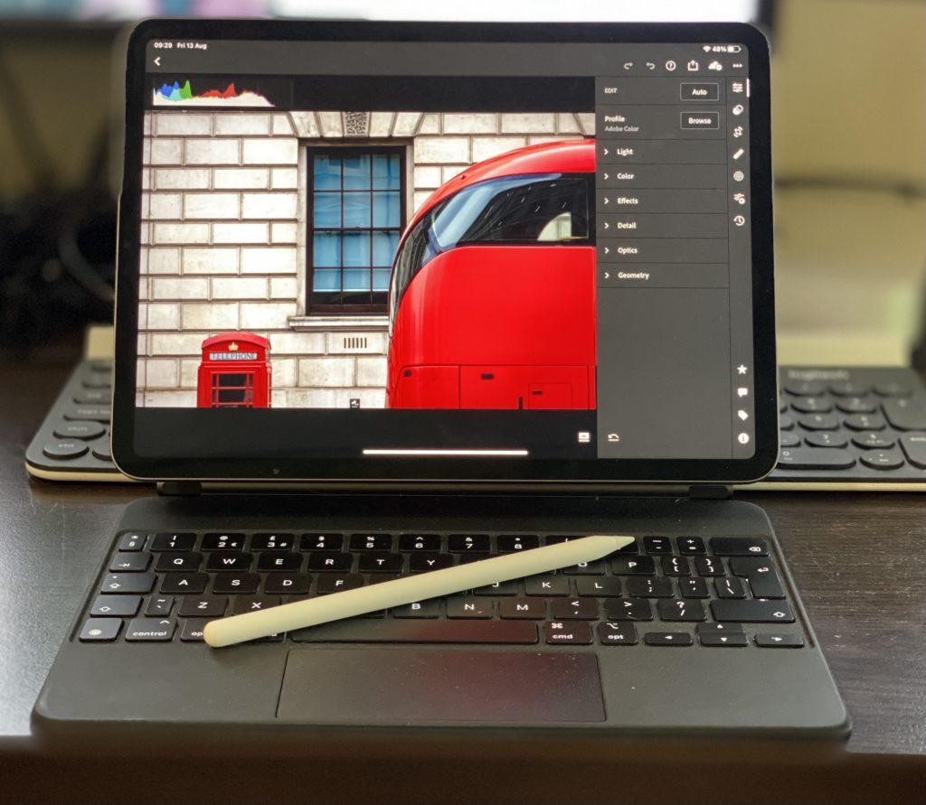 Ipad Pro with Apple Pencil and Magic Keyboard