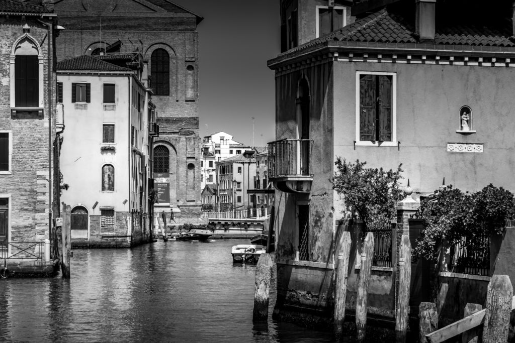 River and houses in black and white