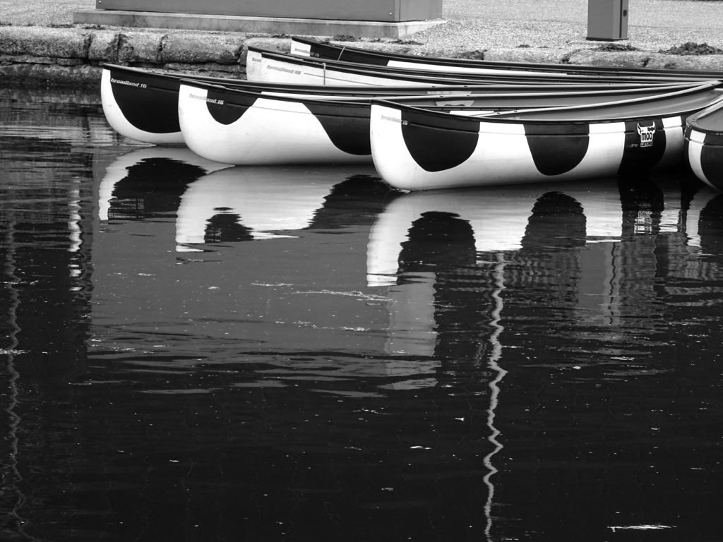 River and canoes in black and white