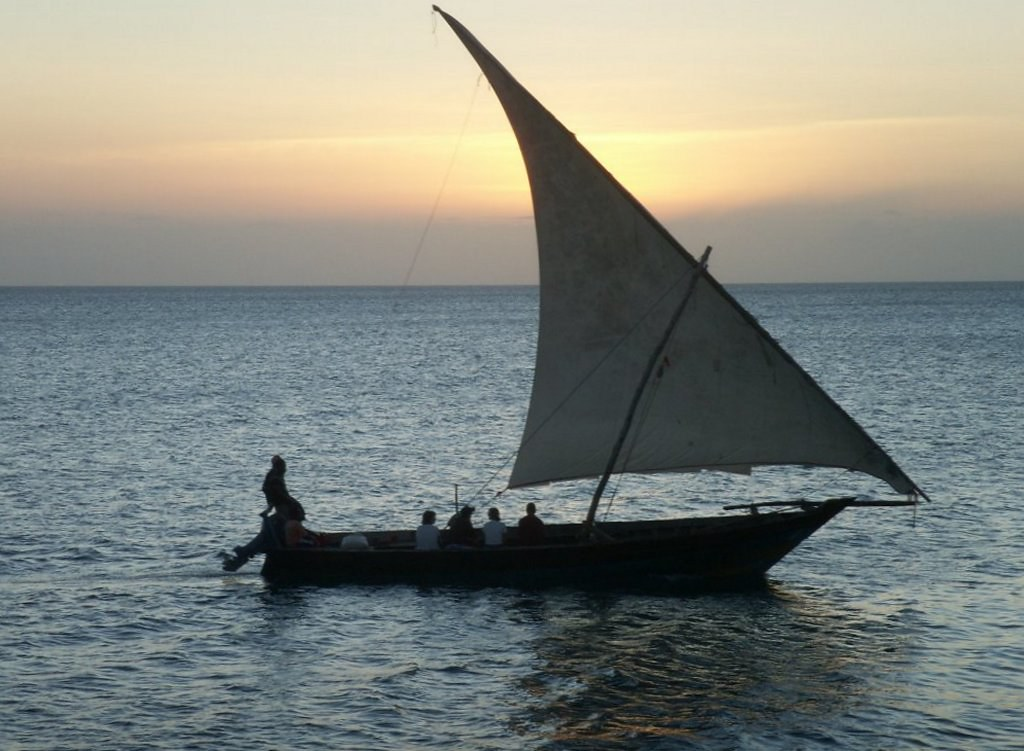 https://www.lightstalking.com/wp-content/uploads/dhow-sailing-at-sunset.jpg