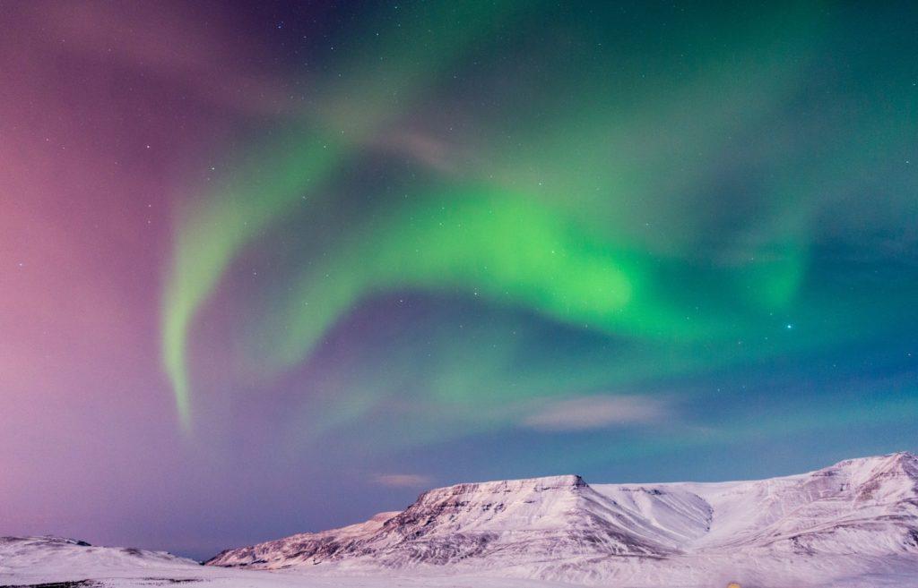 green aurora lights on sky