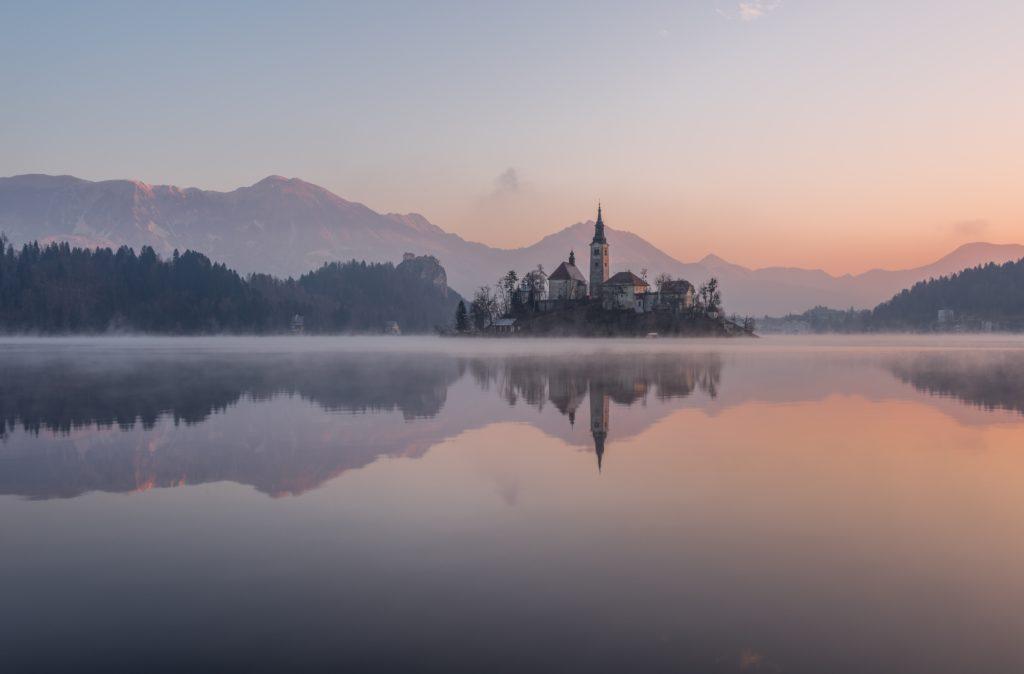 20 Inspirational Photos of Lakes