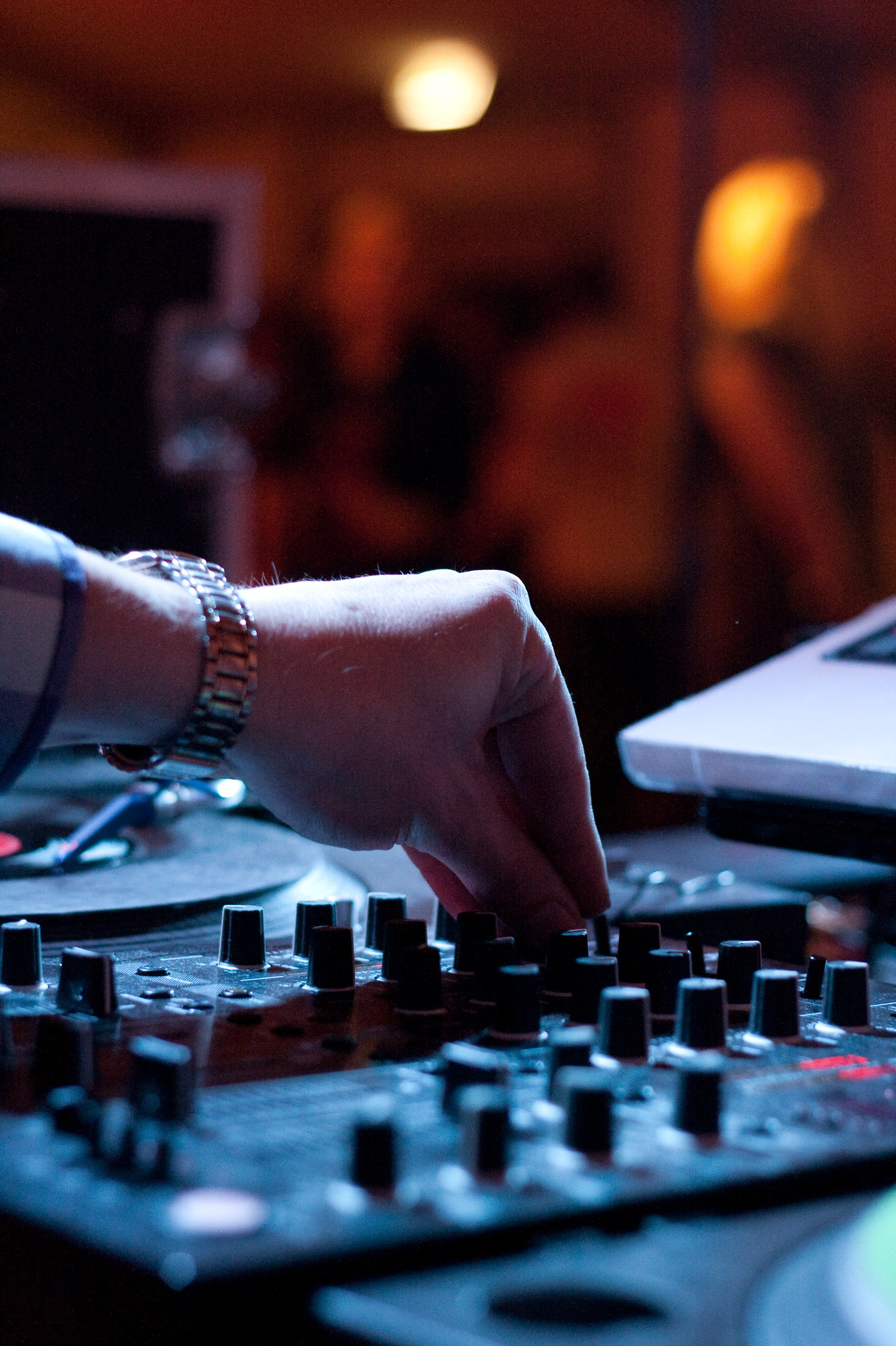 https://www.lightstalking.com/wp-content/uploads/mixing-mixer-party-dance-music-creative-commons.jpg