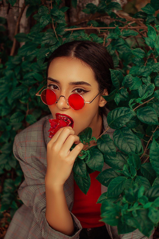 Red glasses girl