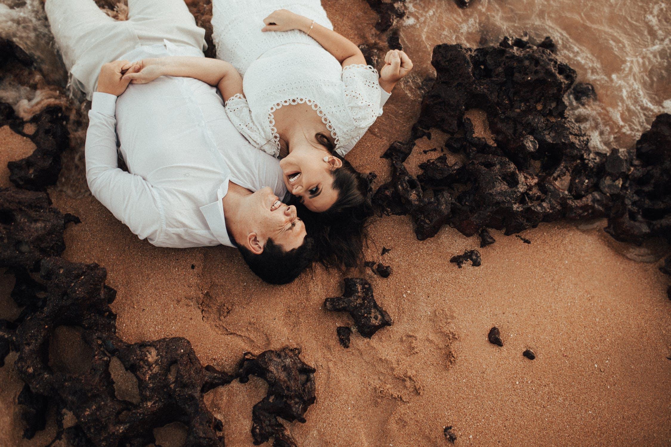 Tips And Tricks For Romantic Beach Photos
